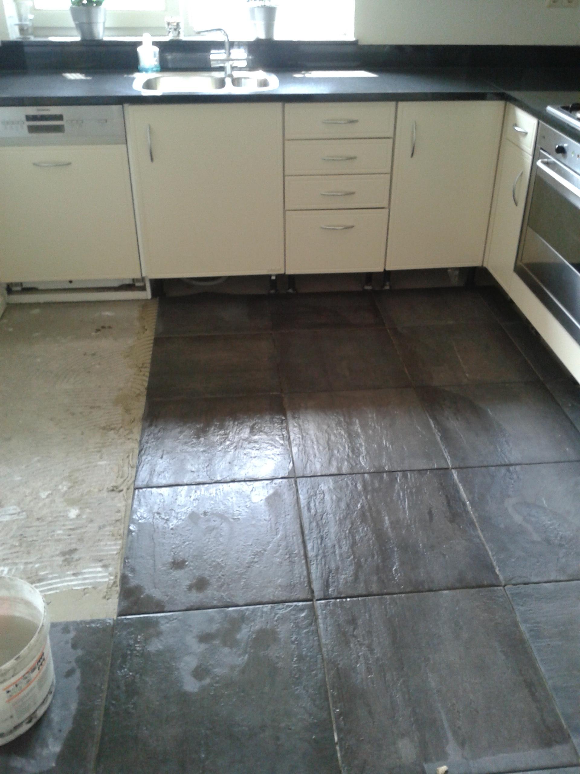 Tegelwerk in Vlijmen  Tegelvloer in een keuken