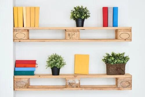 creare mensole fai da te riciclando materiale come legno, ferro, cartone, plastica, pallet, tubi, assi. Come Costruire Delle Mensole Fai Da Te Decor Tips