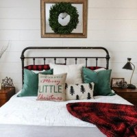 40+ The Ugly Side Of Simple Farmhouse Christmas Bedroom Decor 16