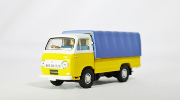 TOMICA LIMITED VINTAGE NEO TOMYTEC - LV-N111a NISSAN CABALL 1900 - YLW & BLE - 02