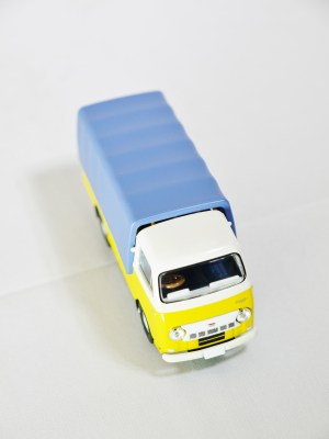 TOMICA LIMITED VINTAGE NEO TOMYTEC - LV-N111a NISSAN CABALL 1900 - YLW & BLE - 03
