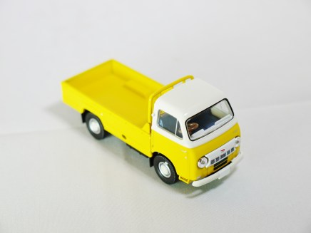 TOMICA LIMITED VINTAGE NEO TOMYTEC - LV-N111a NISSAN CABALL 1900 - YLW & BLE - 04