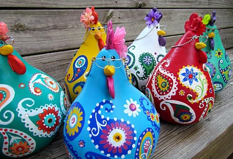 Ayam yang cerah dan bergaya dan Roosters Labu - Idea Hiasan Taman Autumn