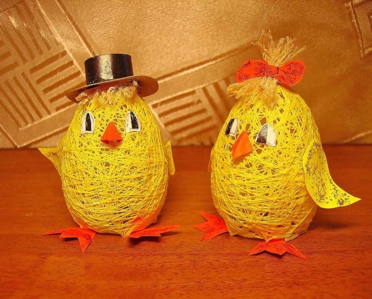 Ayam lucu dari bola dan benang