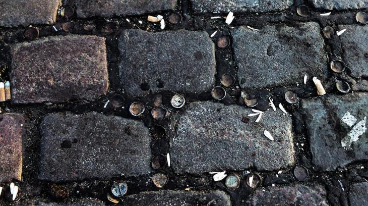 rue pavé mégots cigarettes Berlin Découvrir Berlin