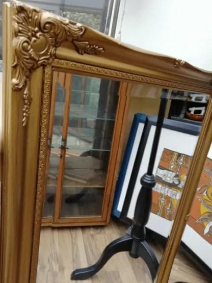Spiegel mit Ornamentrahmen