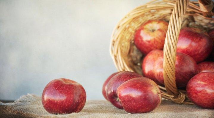 buah apel keranjang