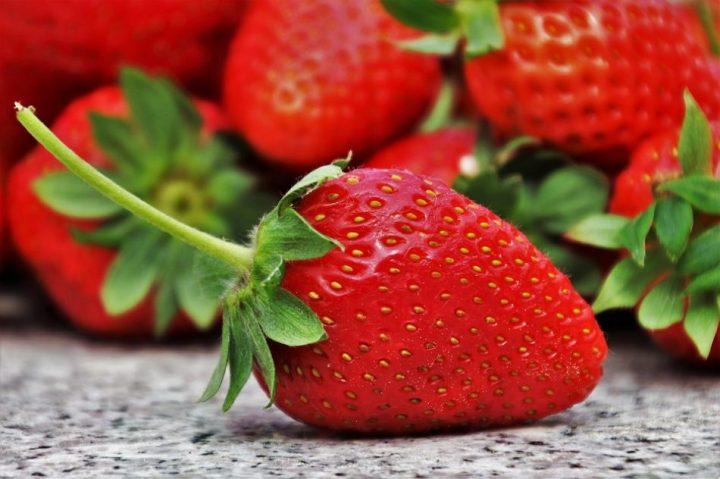 gambar buah strawberry