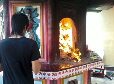c360 2012 03 11 13 08 32 org - Melihat Perayaan Ulang Tahun Dewi Kwam Im di Klenteng 10 Ulu