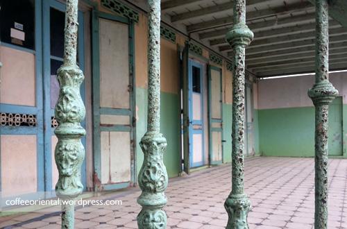 Bangunan yang masih tampak asli dan hampir lebih dari 200 tahun.