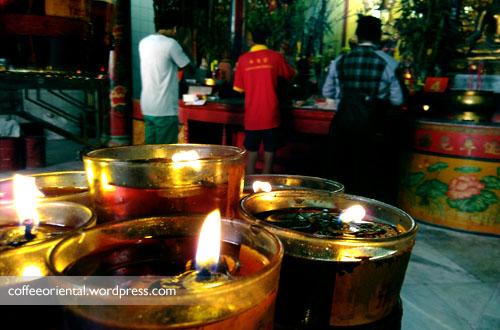 a01 - Telisik Imlek, Melihat Tata Cara Ibadah Umat Buddha, Taoisme, dan Khonghucu di Klenteng