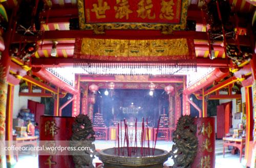 a02 - Telisik Imlek, Melihat Tata Cara Ibadah Umat Buddha, Taoisme, dan Khonghucu di Klenteng