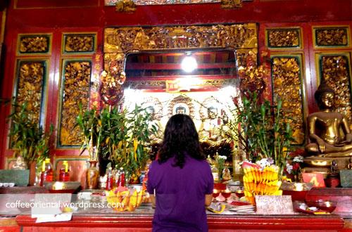 a03 - Telisik Imlek, Melihat Tata Cara Ibadah Umat Buddha, Taoisme, dan Khonghucu di Klenteng