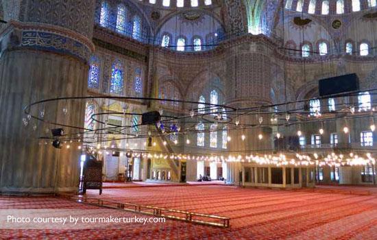 Keindahan masjid dilapisi kaca berwarna biru