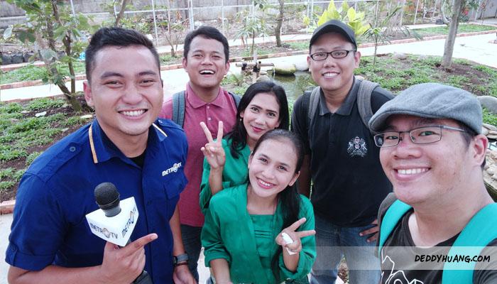 bird04 - Santai Pegang Burung di Palembang Bird Park