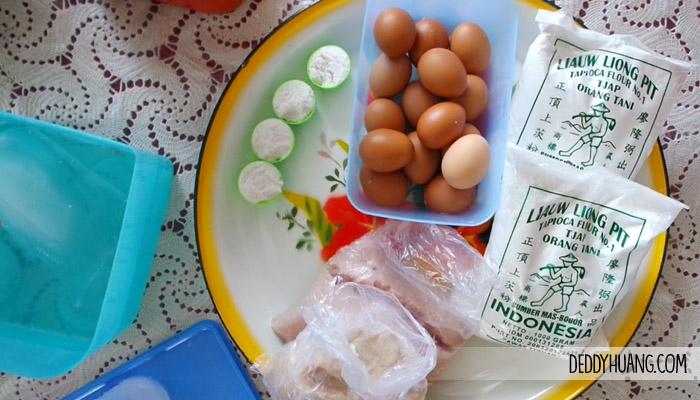 Ikan Giling, Telur, Garam, Tepung Tapioka, dan Air Es