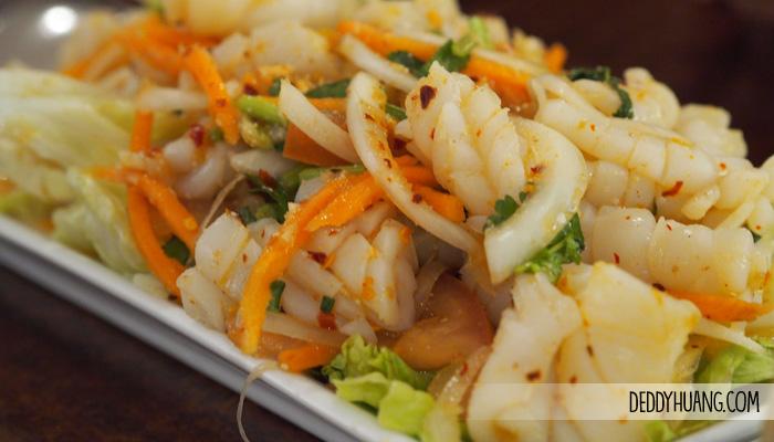 spicy salad squid corner cafe perth - 9 Tempat Traveling Seru Musim Panas Sambil Kuliner Enak di Perth