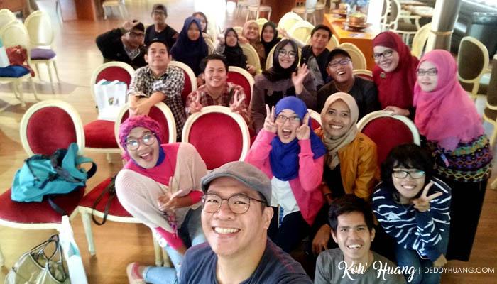 Wefie bareng teman-temann netizen Palembang pakai OPPO F1s