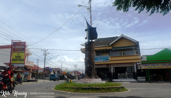 tugu tuhuk krui - Akomodasi Strategis di Krui, Pesisir Barat Lampung