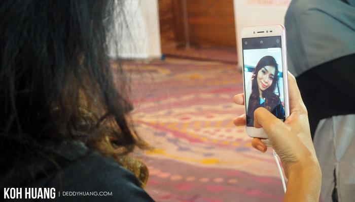 zenfone live kamera depan - 4 Alasan Tidak Membeli ZenFone Live