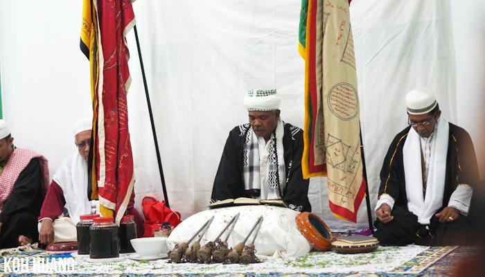 taji besi - Ratib Taji Besi, Tradisi Debus Tidore
