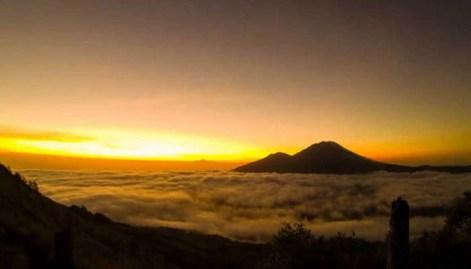sunset gunung agung - Aku Patah Hati! Bali, Tolong Sembuhkan Aku