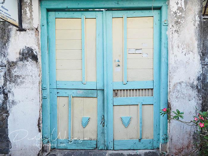 pintu rumah laweyan - Antara Solo dan Yogjakarta Kita Jatuh Cinta #JadiBisa