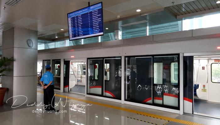 petugas skytrain soetta - Penasaran! Inilah Penampakan Skytrain Bandara Soekarno Hatta