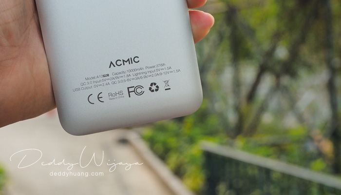 acmic tampak belakang - [REVIEW] ACMIC A10Pro 10000 mAh Quick Charge 3.0