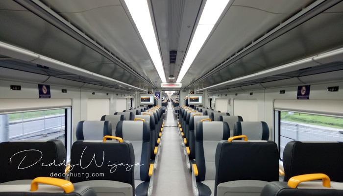 interior kereta api bandara - Pengalaman Naik Kereta Api Bandara Soetta (Soekarno Hatta)