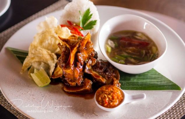hotel santika premiere ambon 27 - Solo Traveling Modal 150 Ribu Bisa Puas Keliling Kota Ambon
