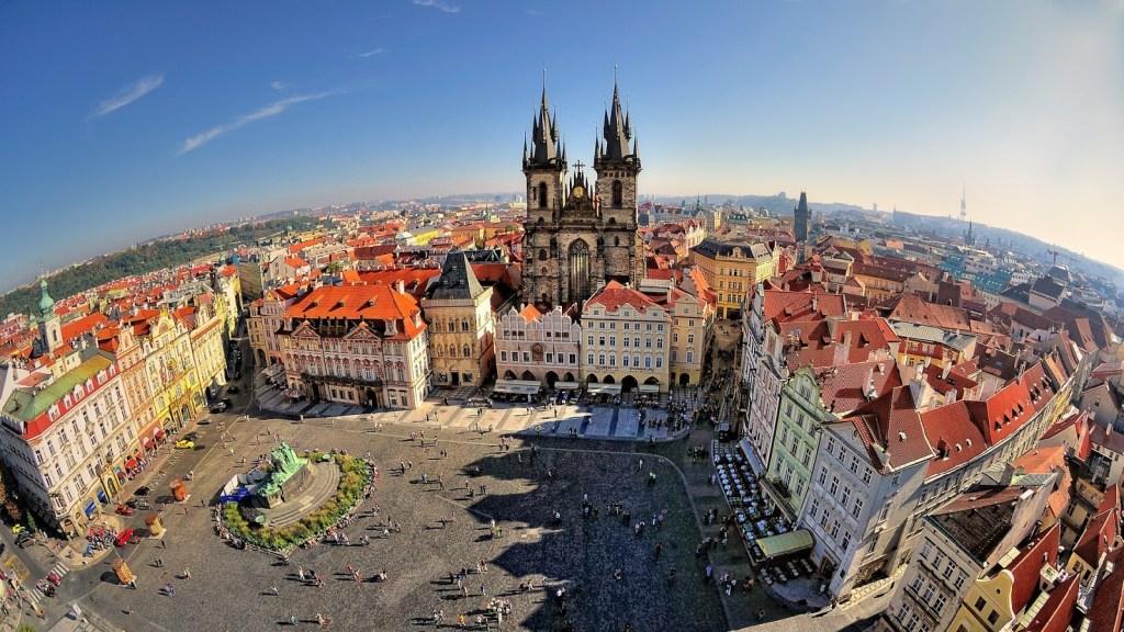 old town square praha - Menelusuri Romantisme Destinasi Halal Eropa Timur