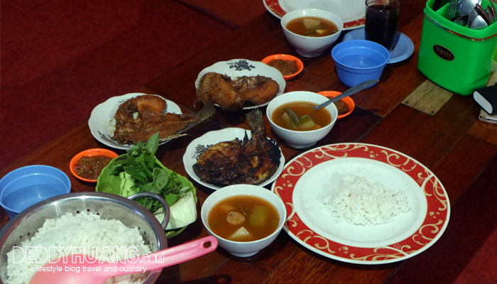 makan siang sederhana - Perjalanan Kereta Api Sepuluh Jam Dari Palembang ke Bandar Lampung