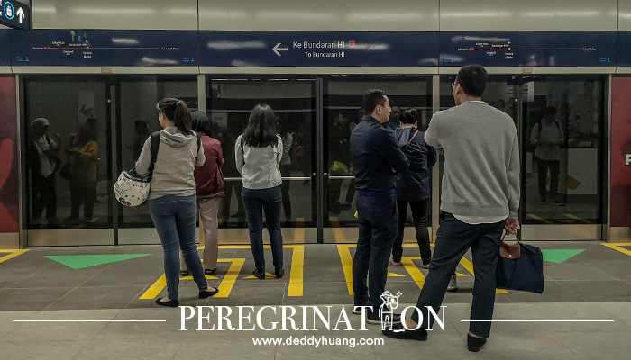 mrt jakarta 06 1 - Pertama Kali Naik MRT Jakarta? Ini Tips Agar Kamu Tidak Jadi Viral