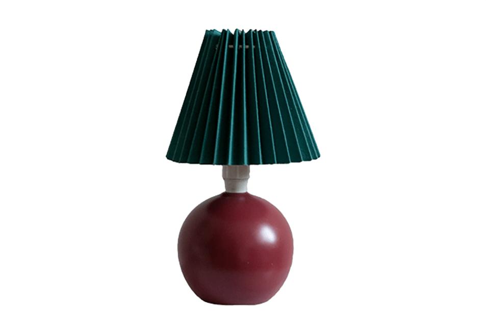 Bordeauxrode tafellamp met vintage bloemenkap