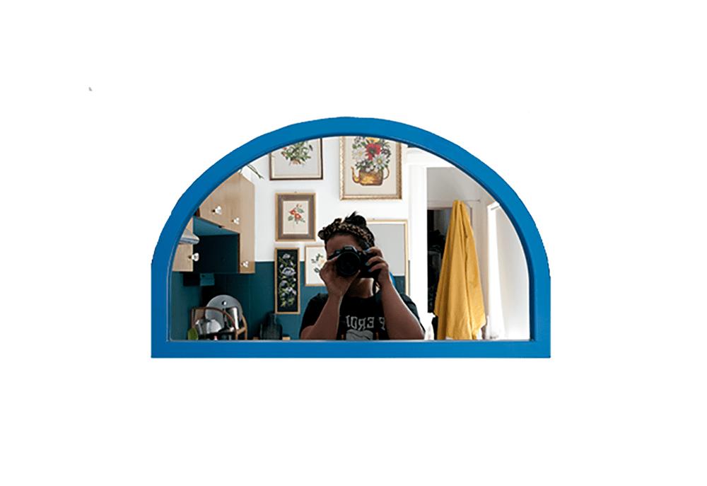 blauwe raamluik spiegel