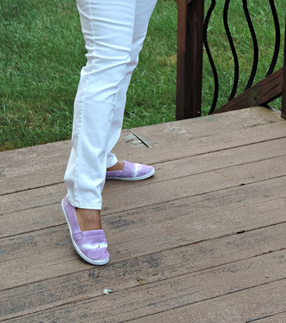 use Rit Dye to change the color of white canvas sneakers