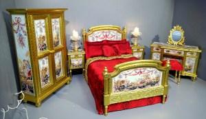 SCARLET DUCHESS BEDROOM. A statement bedroom suite.