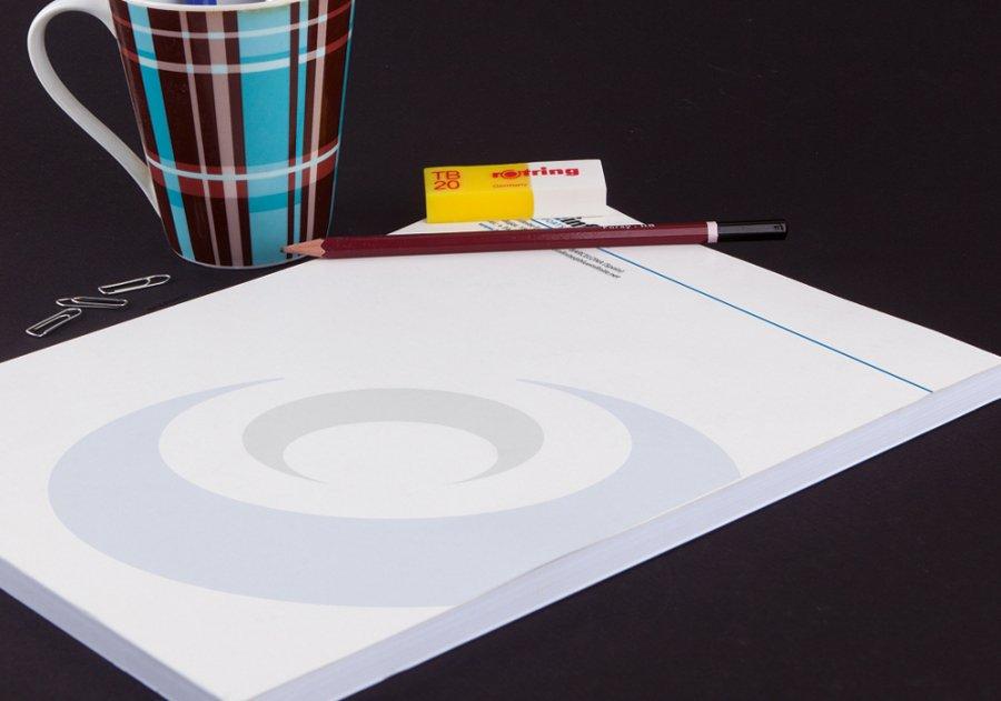 Marca tendencia con la impresión de bloc de notas de Exaprint, personalízalos con tu logo y conviértelos en una herramienta de comunicación más. Podrás escoger entre 4-6 formatos disponibles.