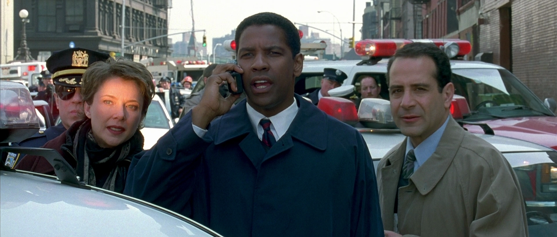 Annette Bening, Denzel Washington and Tony Shalhoub in The Siege