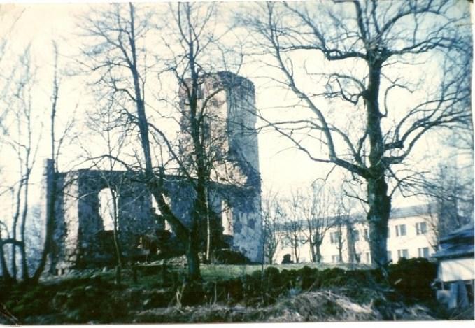 priekule-church-ruins-pre-restoration