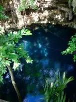 Buceo profundo en Cueva en los Cenotes de Yucatan, México