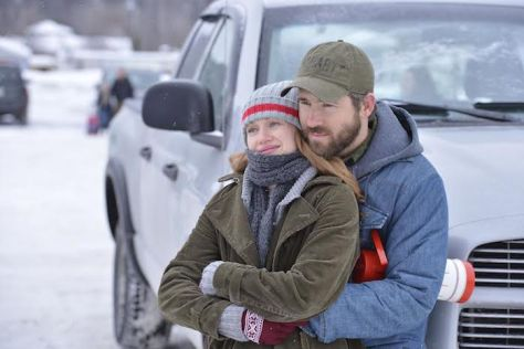 Mireille Enos & Ryan Reynolds in THE CAPTIVE (A24)