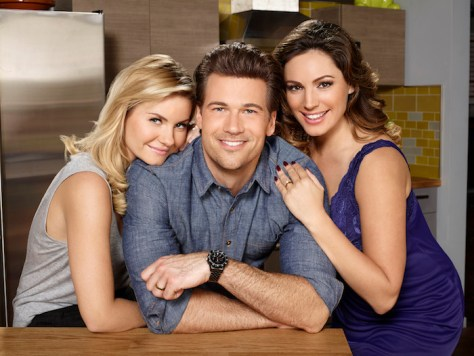 ONE BIG HAPPY - Elisha Cuthbert as Lizzy, Nick Zano as Luke, Kelly Brook as Prudence -- (Photo by: F. Scott Schafer/NBC