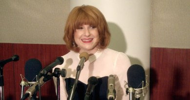 "Julie Klausner - ""Difficult People"" (DeepestDream.com)"