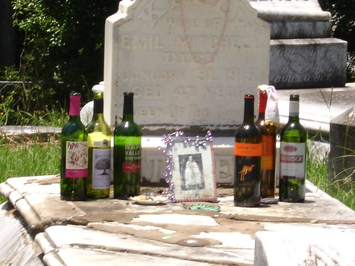 Objects on Queen Kelly Mitchell's Grave, Meridian MS