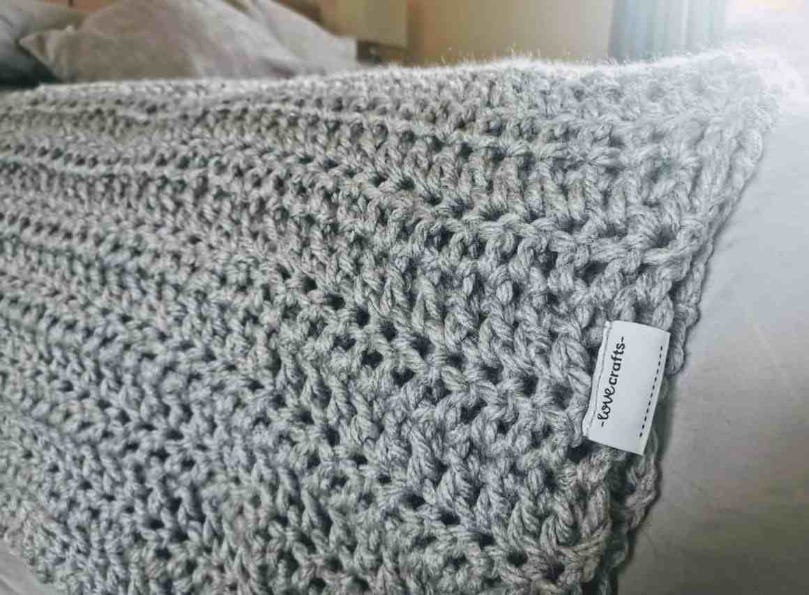 Lovecrafts Super Chunky Crochet Throw