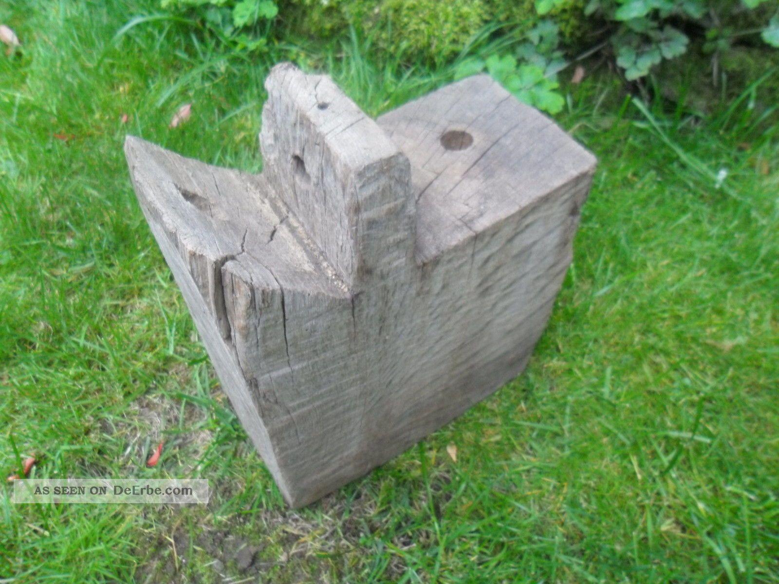 Alter Pfostenkopf Eichenbalken Stele Skulptur Garten