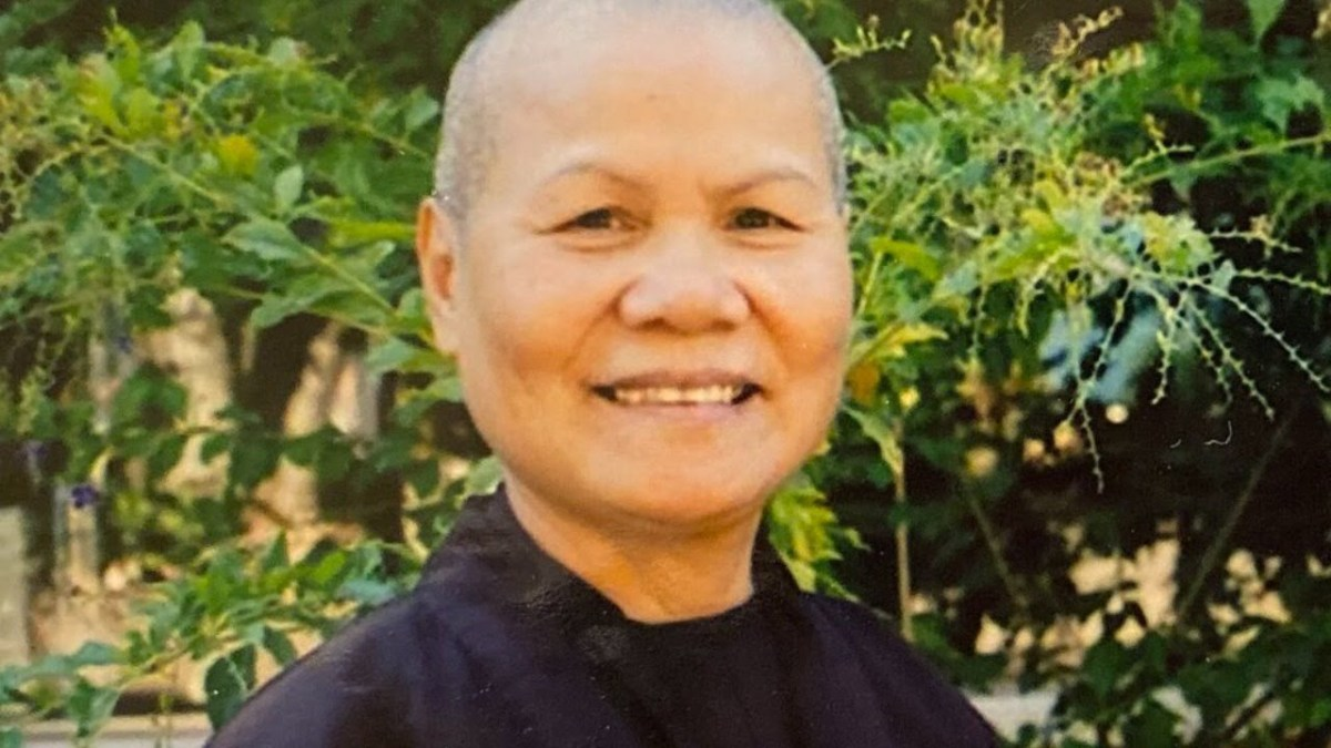 Sr. Dac Nghiệm