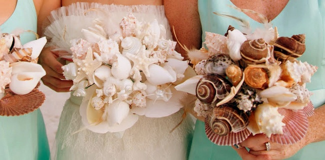 20 Chic And Fun Non-Floral Wedding Bouquet Ideas